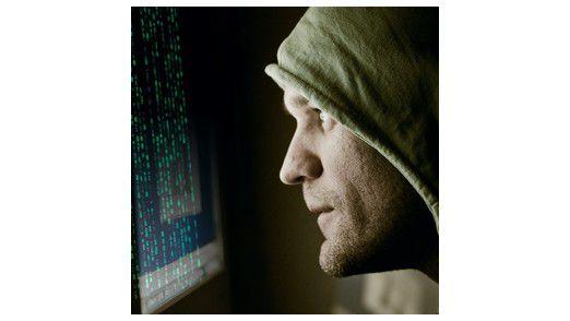 Hacker oder Krimineller, das ist nicht immer leicht zu unterscheiden. Beide Gruppen bedrohen zudem auch im nächsten Jahr die IT-Infrastrukturen.