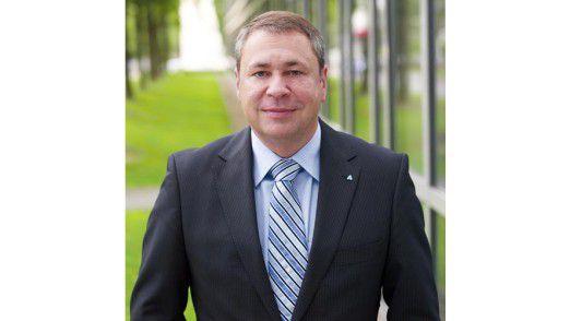 Henning Stams ist CIO bei Almatis, einem Hersteller von Spezialwerkstoffen aus Aluminiumoxid. Er hat den CIO-Circle mitgegründet und ist Mitglied im Initiativkreis des Netzwerks.