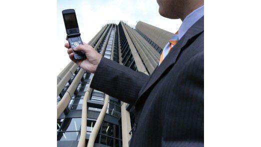Der Short Message Service (Abk. SMS) wurde zuerst für den GSM-Mobilfunk entwickelt.