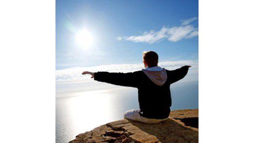 Wer sich selbst als besonders leistungsfähig einstuft, zeigt dies auch in seiner Körpersprache und Stimmlage.