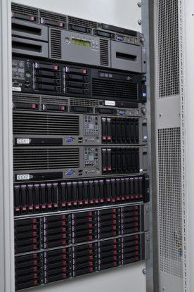 Eine moderne Kraft-Wärme-Kälte-Kopplungs-Anlage (KWKK) schützt die Server gegen Überhitzung.