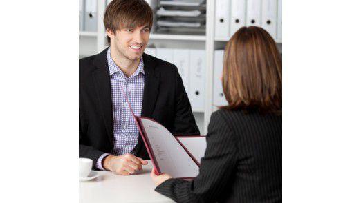 Bereits die ersten Minuten entscheiden darüber, welchen Eindruck man im Interview hinterlässt.