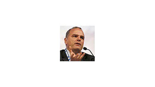 Chuck Hollis, Global Marketing Manager bei EMC, räumt die Gefahren bei Public Clouds freimütig ein. Andere Hersteller machen eher auf Verniedlichung.