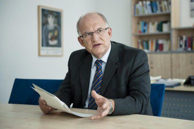 Bundesdatenschutzbeauftragter Peter Schaar in seinem Berliner Büro. Seit 2003 ist Schaar im Amt.