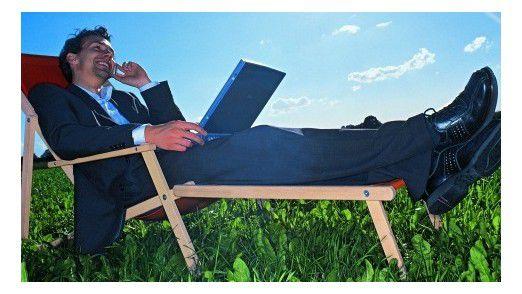 Viele Chefs möchten, dass die Mitarbeiter auch im Urlaub erreichbar sind.