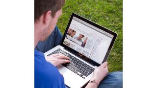 Mit Tablet und Smartphone in den Urlaub: Kostenfalle Datenroaming im Ausland - Foto: Deutsche Telekom