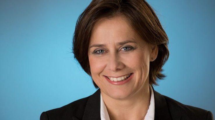 """Simone Wamsteker, Leiterin Recruiting bei Accenture, hat mit ihren Kollegen etwas gegen das leere Versprechen """"Wir bleiben in Kontakt"""" getan."""