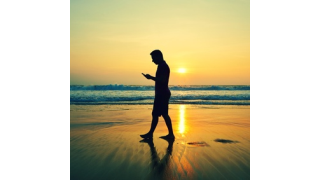 Umgang mit mobile IT: Bei wem das Smartphone mit in den Urlaub darf - Foto: chalabala - Fotolia.com