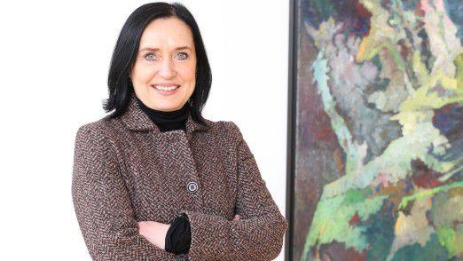 """""""Das ist ein wichtiger Baustein in der Transformation unserer globalen Administration"""", sagt CIO Bettina Uhlich von Evonik."""