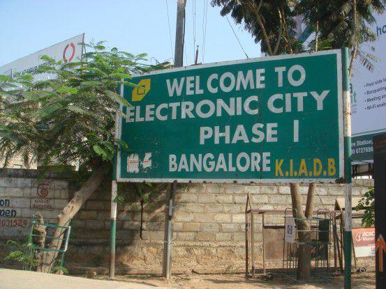 Die Electronic City von Bangalore begrüßt die Gäste noch auf Englisch, aber viele Mitarbeiter der Offshore-Dienstleister sprechen schon Deutsch.