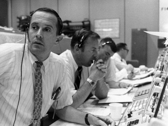 Houston, wir haben ein Problem - in der entscheidenden Phase der Mondlandung sorgte eine Überlastung des Bordcomputers fast für einen Abbruch der Mission.