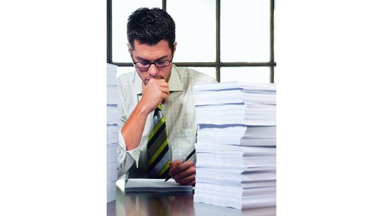 Wer gezwungen ist, täglich stapelweise Hausmitteilungen zu lesen, kommt nicht zur eigentlichen Arbeit.