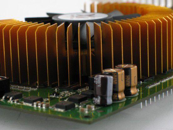 Ein sehr leiser Lüfter sorgt in Verbindung mit dem dicken Kühler für eine niedrige Grafikchiptemperatur.