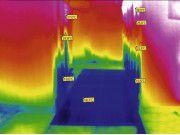 Thermografie: Wer ganz konsequent die Temperaturverhältnisse in seinem Serverraum oder Rechenzentrum diagnostizieren will, macht Fotos mit der Wärmebildkamera. (Quelle: Knürr)